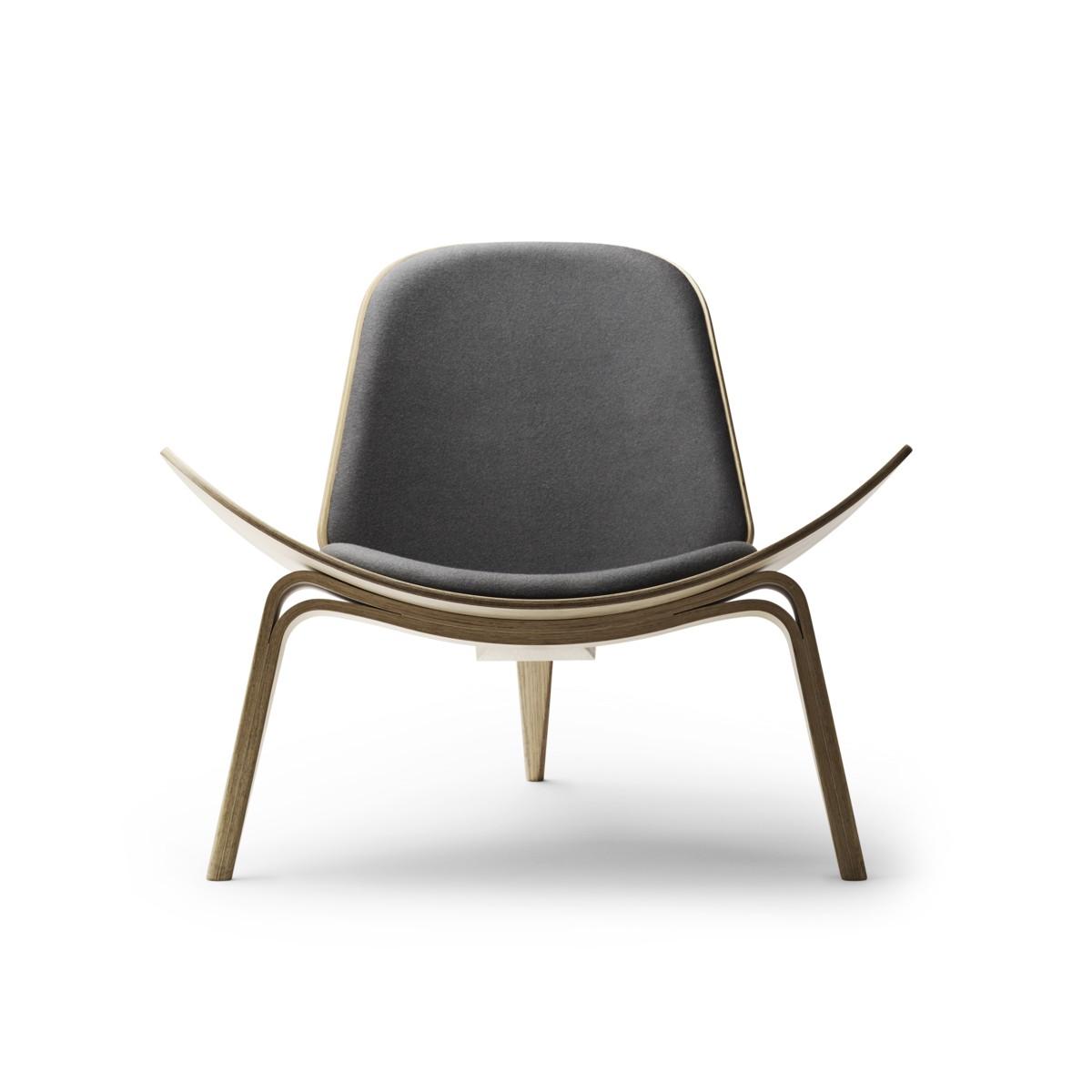A Carl Hansen CH07 shell chair