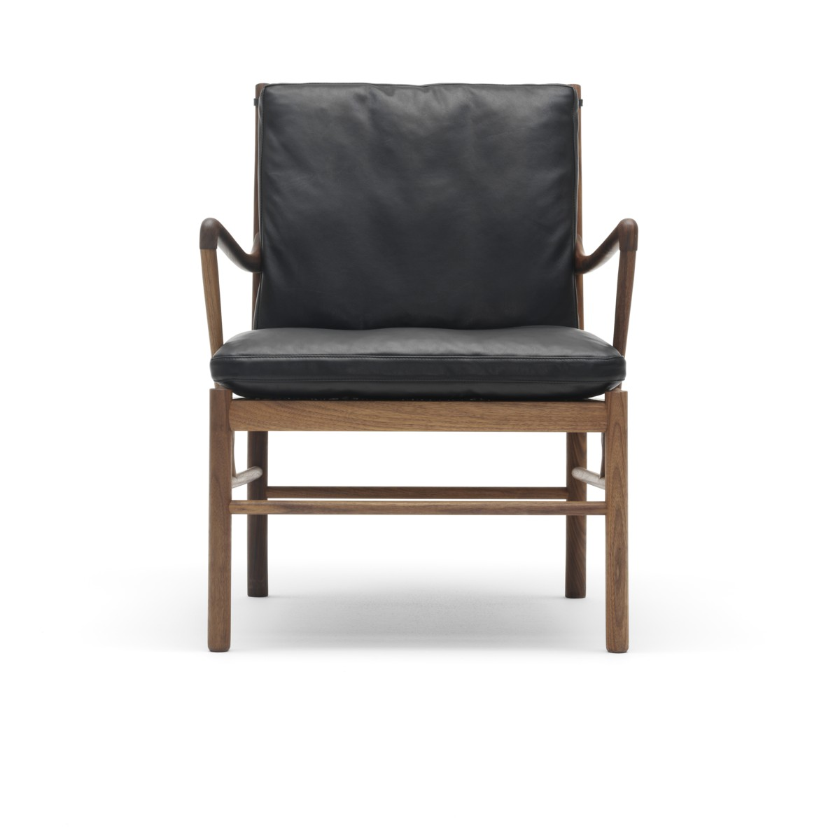 Front view of a Carl Hansen OW147 Colonial chair